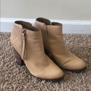 Coach ankle boots. Size:8.